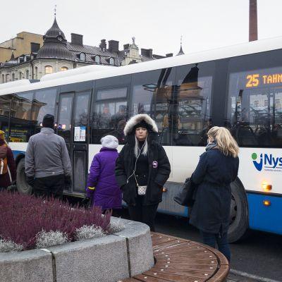 Bussi Tampereen keskustassa