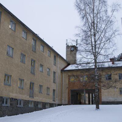 Lehtoniemen koulu Varkaudessa.