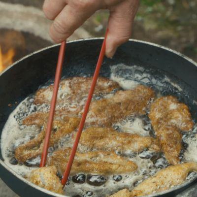 kalapuikot öljyssä