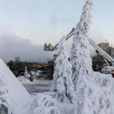 Hotellille aiheutui palosta mittavat omaisuusvahingot ja puolet hotellirakennuksesta tuhoutui täysin.