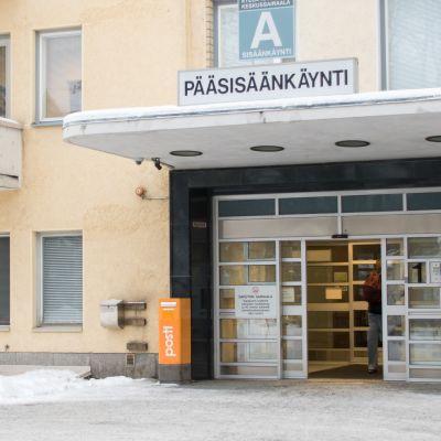 Etelä-Karjalan keskussairaalan A-sisäänkäynti