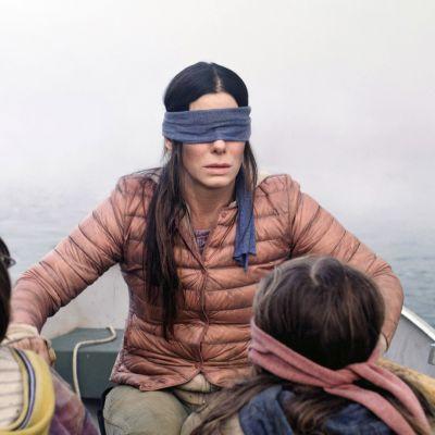 Sandra Bullock soutaa kahden lapsen kanssa