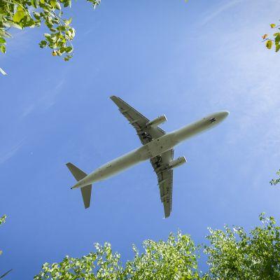 Lentokone laskeutumassa