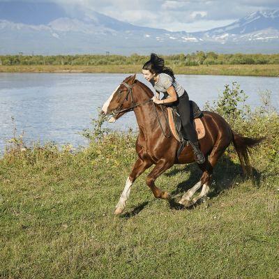 Darja Podsnjakova järjestää hevosvaelluksia.