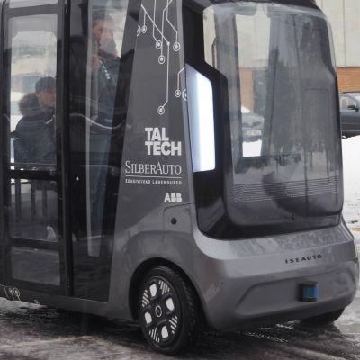 Video: Näin huristelee virolainen itseohjautuva pikkubussi