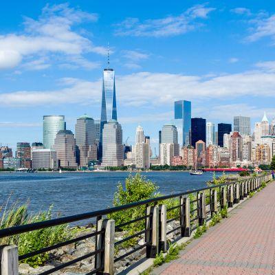 Näkymä new Jerseyn puoleleta Hudsonjoen yli Manhattanin suuntaan.