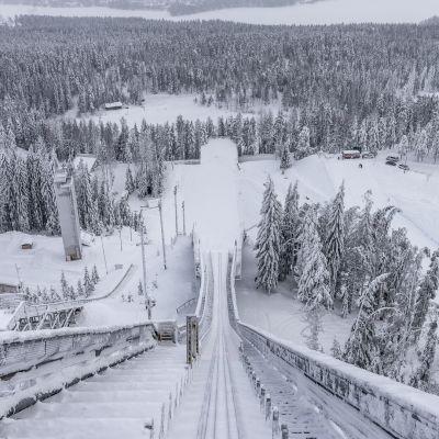 Maisema Matti Nykäsen hyppyrimäen huipulta.