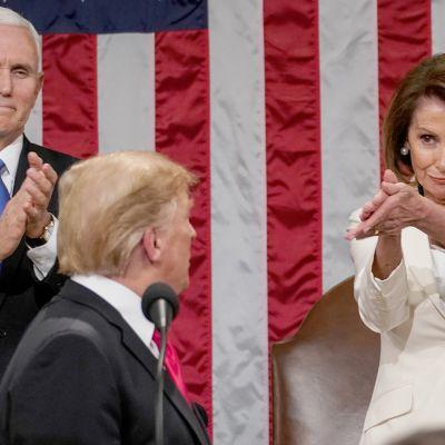 Donald Trump ja Nancy Pelosi.