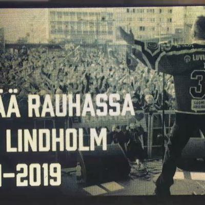 Katso koskettava video: Isomäen jäähalli hiljentyi muistamaan Olli Lindholmia