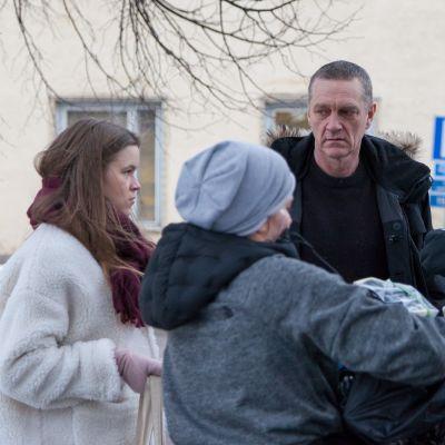 Näyttelijät Ville Virtanen ja Olivia Ainali Sorjosen kuvauksissa kevättalvella 2019