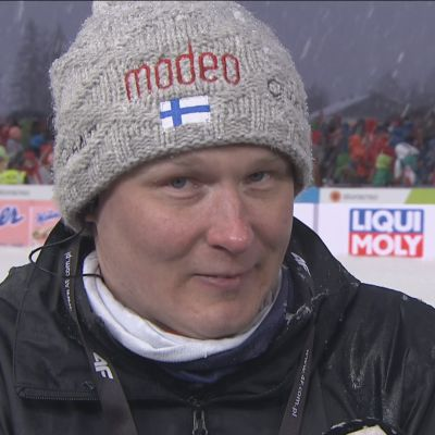 """Suomen mäkivalmentajalta koskettava viesti lapsille: """"Iskä tulee piipahtamaan parin päivän päästä kotona"""""""