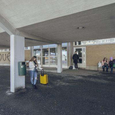 Väliaikainen odotustila on pieni ja kallis kaupungille.