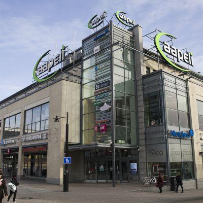 Kauppakeskus Aapeli Kuopion torin laidalla.