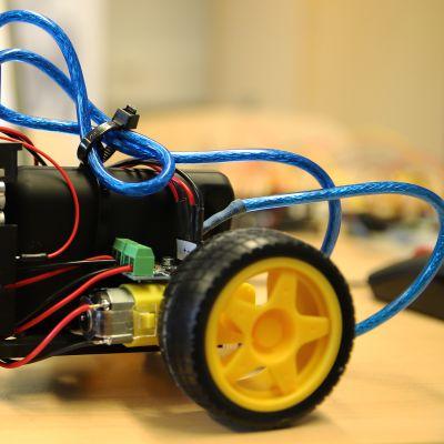 Kuvassa robottiauto