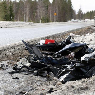 Olycksplatsen på vägen i Kides där tre personer omkom.