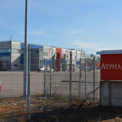 Atrian Pietarin tuotantolaitos portilta