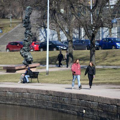 Näkymä Hakaniemen rannasta 7. huhtikuuta.