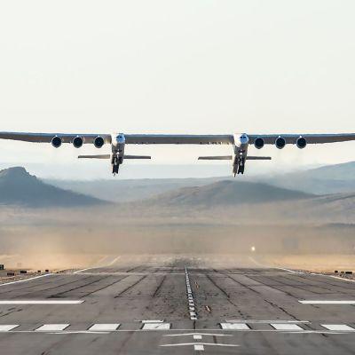 Stratolaunch teki ensimmäisen lentonsa Kalifornian aavikon yllä 13. huhtikuuta.