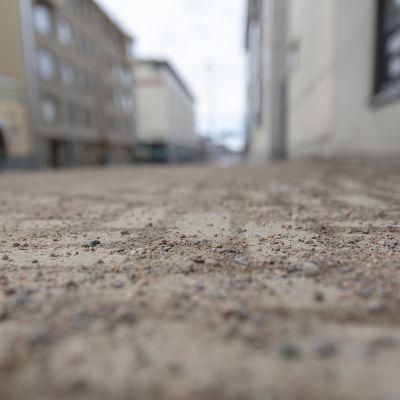 Hiekoitushiekkaa kadulla.