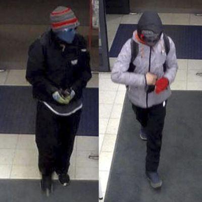 Poliisi julkaisi uudet kuvat K-market Pihlajalaakson ryöstäjistä, jotta heidät voitaisiin tunnistaa.