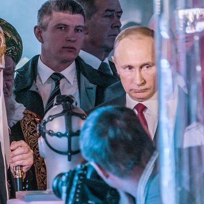 Venäjän ortodoksisen kirkon patriarkka Kirillin ja Vladimir Putin johtavat maata kohti konservatiivista imperiumia.