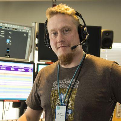 Yle Radio Suomen iltapäiväjuontaja Joni Takalo Kajaanissa.