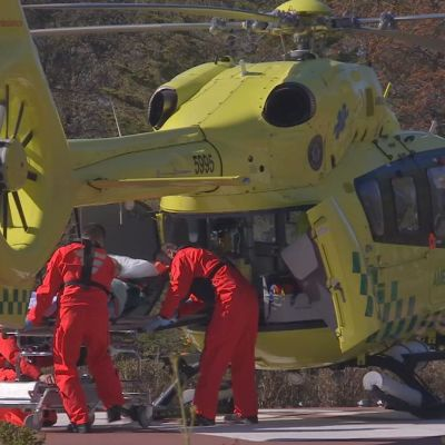 Sjukhushelikopter vid Ålands centralsjukhus i Mariehamn