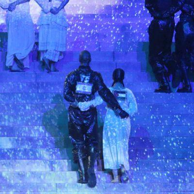 Tanssijoita lavalla Madonnan esityksessä.