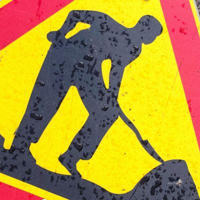 Tietyöstä varoittava liikennemerkki