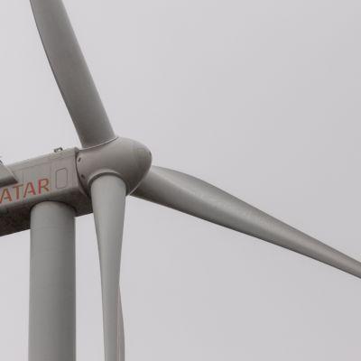 Lähikuva Ilmattaren tuuliturbiinista