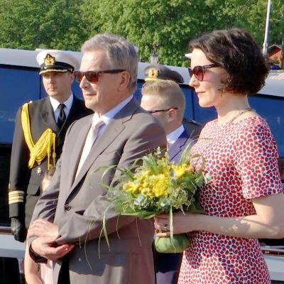 Presidentti perheineen saapuu kesänviettoon Naantaliin