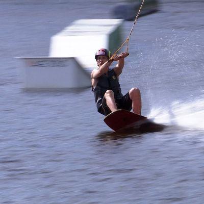 Samu Sundell wakeboardilla