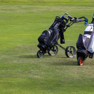 Golfkärryjä Imatran golfkentällä