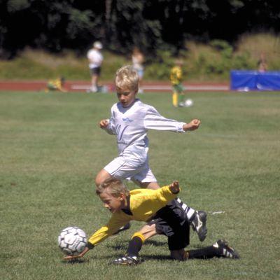 Junioreiden jalkapallopeli.