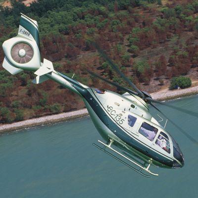 Helikopteri ilmassa.