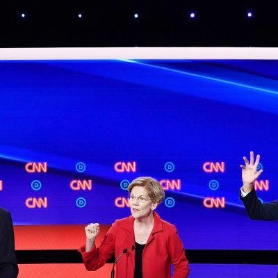Bernie Sanders, Elizabeth Warren ja Beto O'Rourke osallistuivat vaaliväittelyyn Detroitissa.