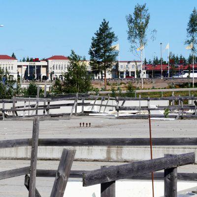 Virolahdella, lähellä Vaalimaan rajaylityspaikaa on perustukset valmiina uudelle kauppakeskukselle.