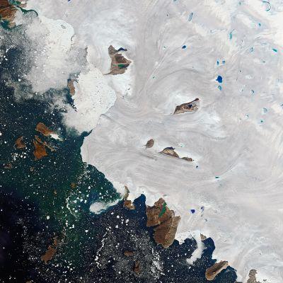Katso videolta, kuinka lämpöaalto sulattaa Grönlannin jääpeitettä ennätysnopeasti