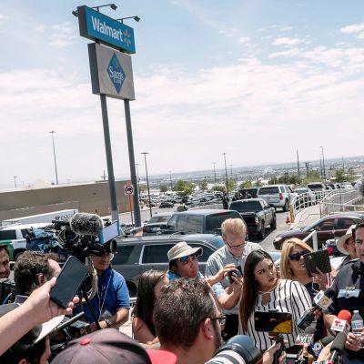 Poliisin tiedotustilaisuus joukkoampumisesta El Pasossa