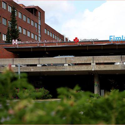 Kanta-Hämeen keskussairaalan julkisivu.