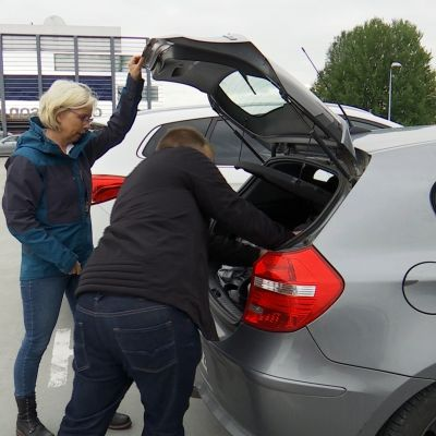 Kimppakyyti kyytiläinen autoilu yksityisautoili