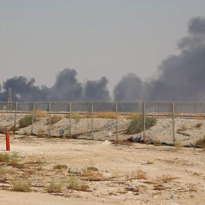 Katso video: Saudi-Arabian öljynjalostamoon iskettiin varhain lauantaina