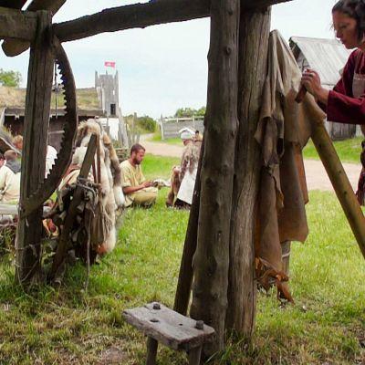 Millaista elämää viikinkiajan ihmiset oikeasti elivät ja miltä he näyttivät?