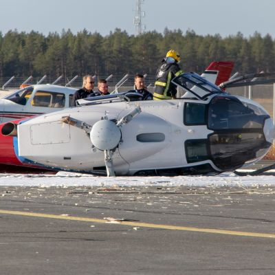 Helikopteri on kaatunut Oulunsalon lentokentällä 3.10.2019.