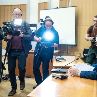 KRP:n rikoskomisario, tutkinnanjohtaja Olli Töyräs Kuopion väkivallanteon vangitsemisoikeudenkäynnissä jota käsiteltiin Pohjois-Savon käräjäoikeudessa Kuopiossa perjantaina 4. lokakuuta