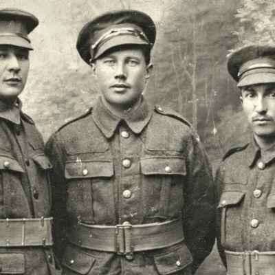 Tarina suomalaisista punakaartilaisista, jotka Britannian armeija värväsi palkkasotilaiksi Muumannin legioonaan.