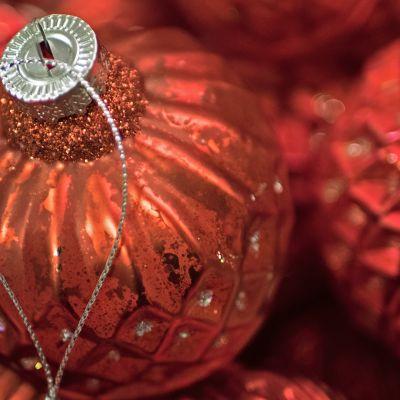 Joulukuusen koristepalloja