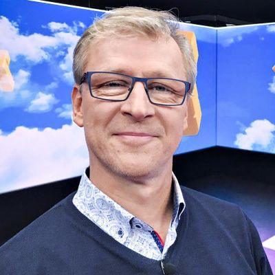 Huuhkajien päävalmentaja Markku Kanerva Puoli seitsemän -ohjelman studiossa.
