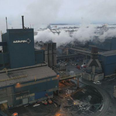 Ilmakuvaa Outokummun tehdasalueelta