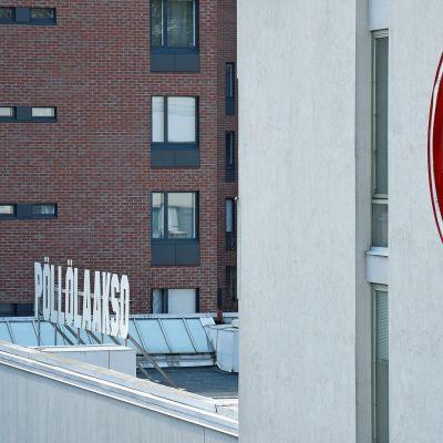 MTV3:n logo Pöllölaakson seinässä.